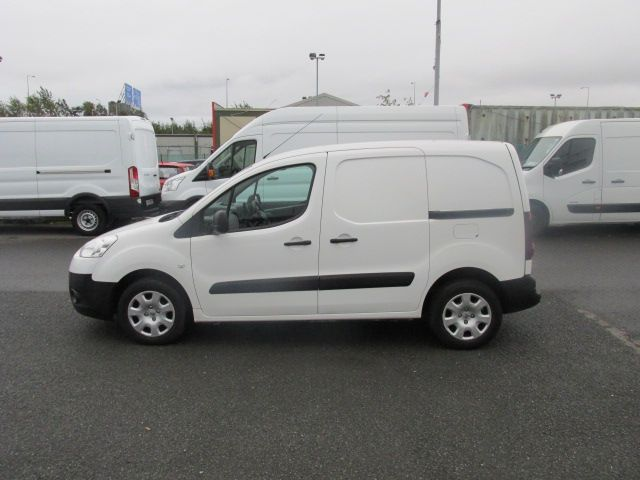 2015 Peugeot Partner CHOICE OF 25 FROM €4950 (151D32068) Image 4