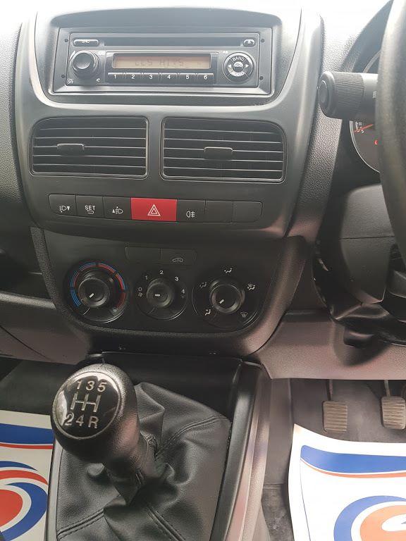 2015 Vauxhall Combo 2000 L1H1 CDTI (151D40013) Image 4