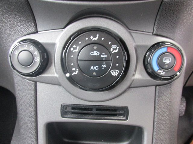 2015 Ford Fiesta BASE TDCI (151D38265) Image 12