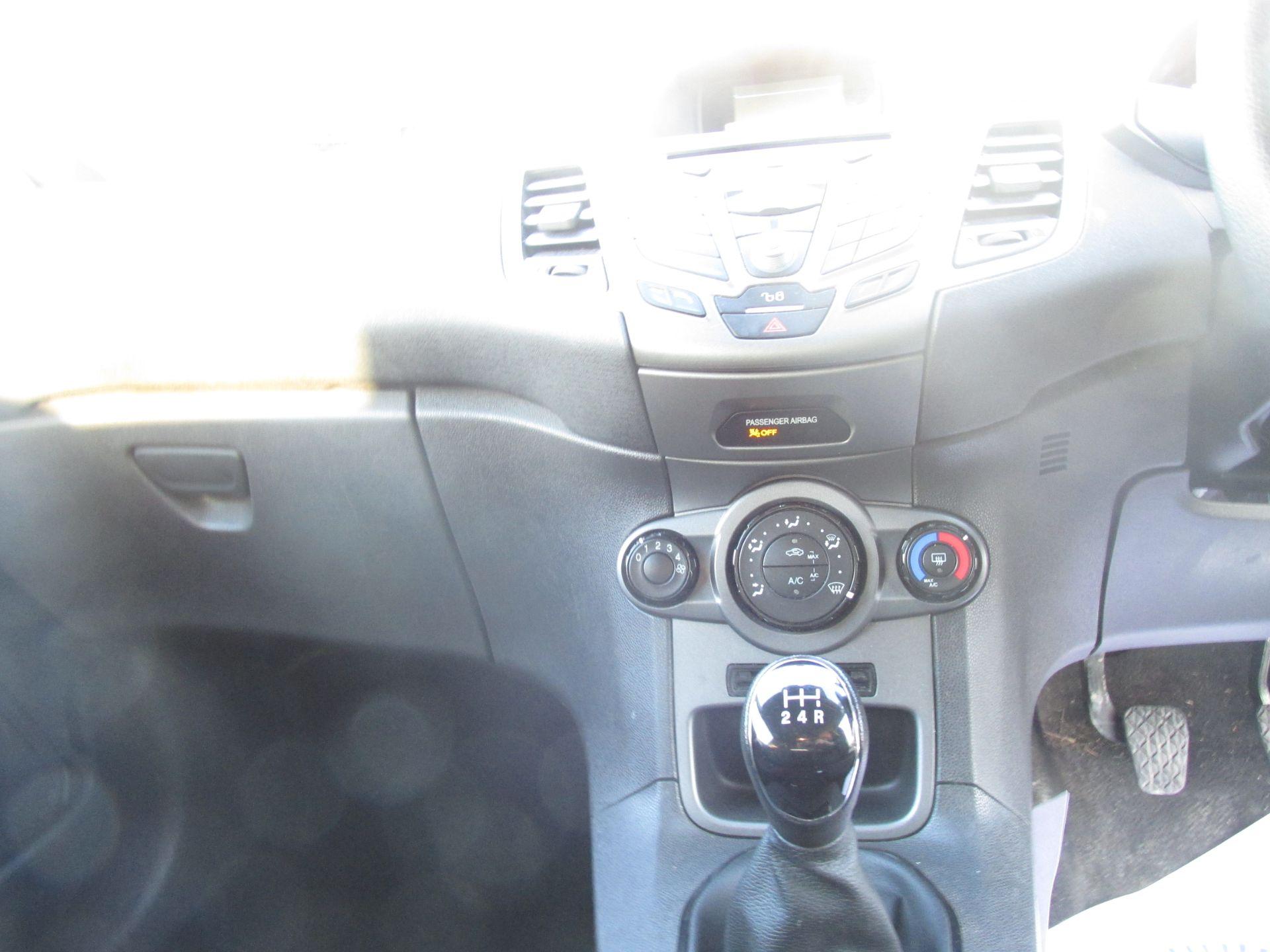 2015 Ford Fiesta BASE TDCI (152D14533) Image 14