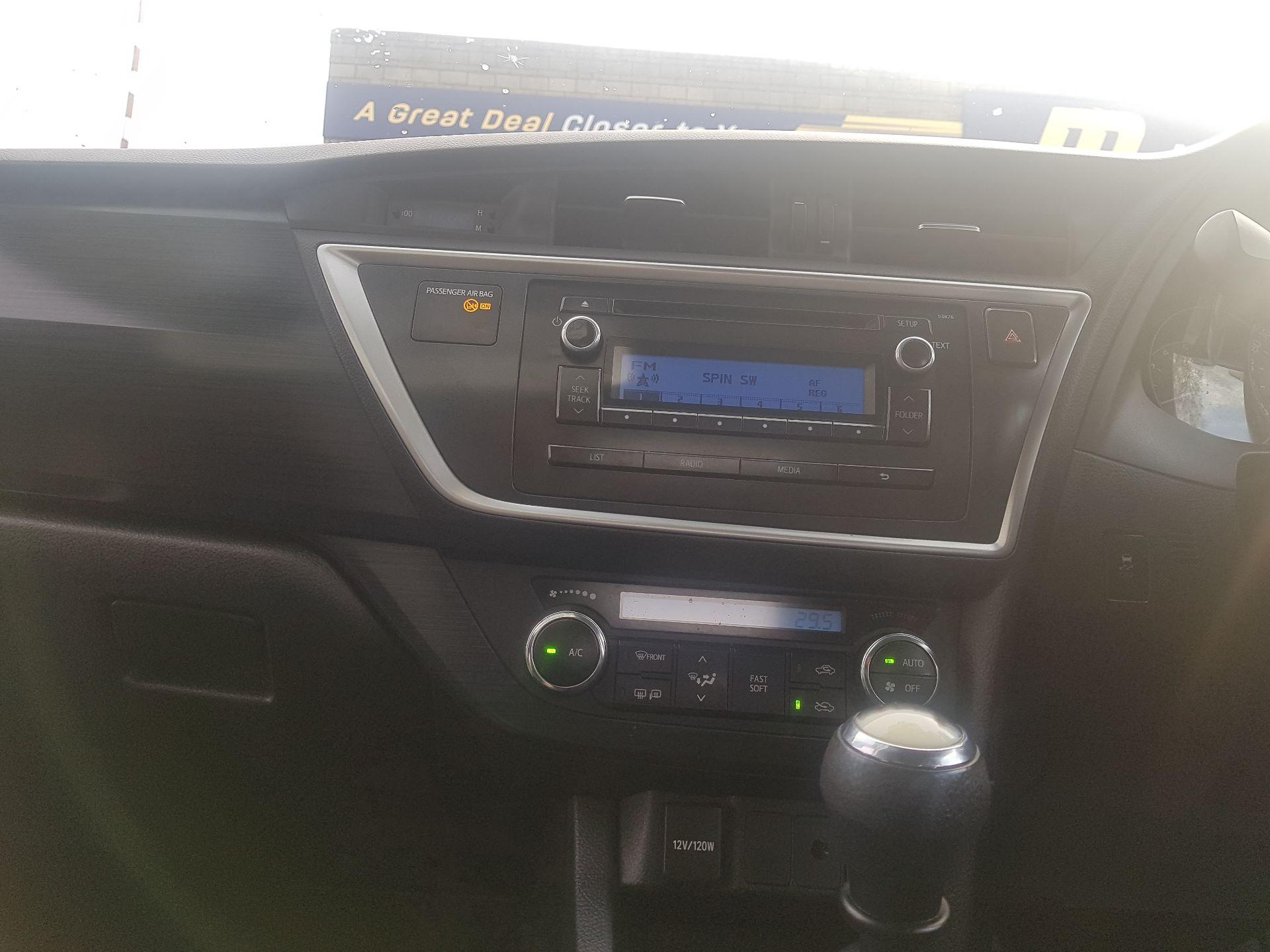 2015 Toyota Auris 1.4D4D Terra VAN 4DR (152D15079) Image 12