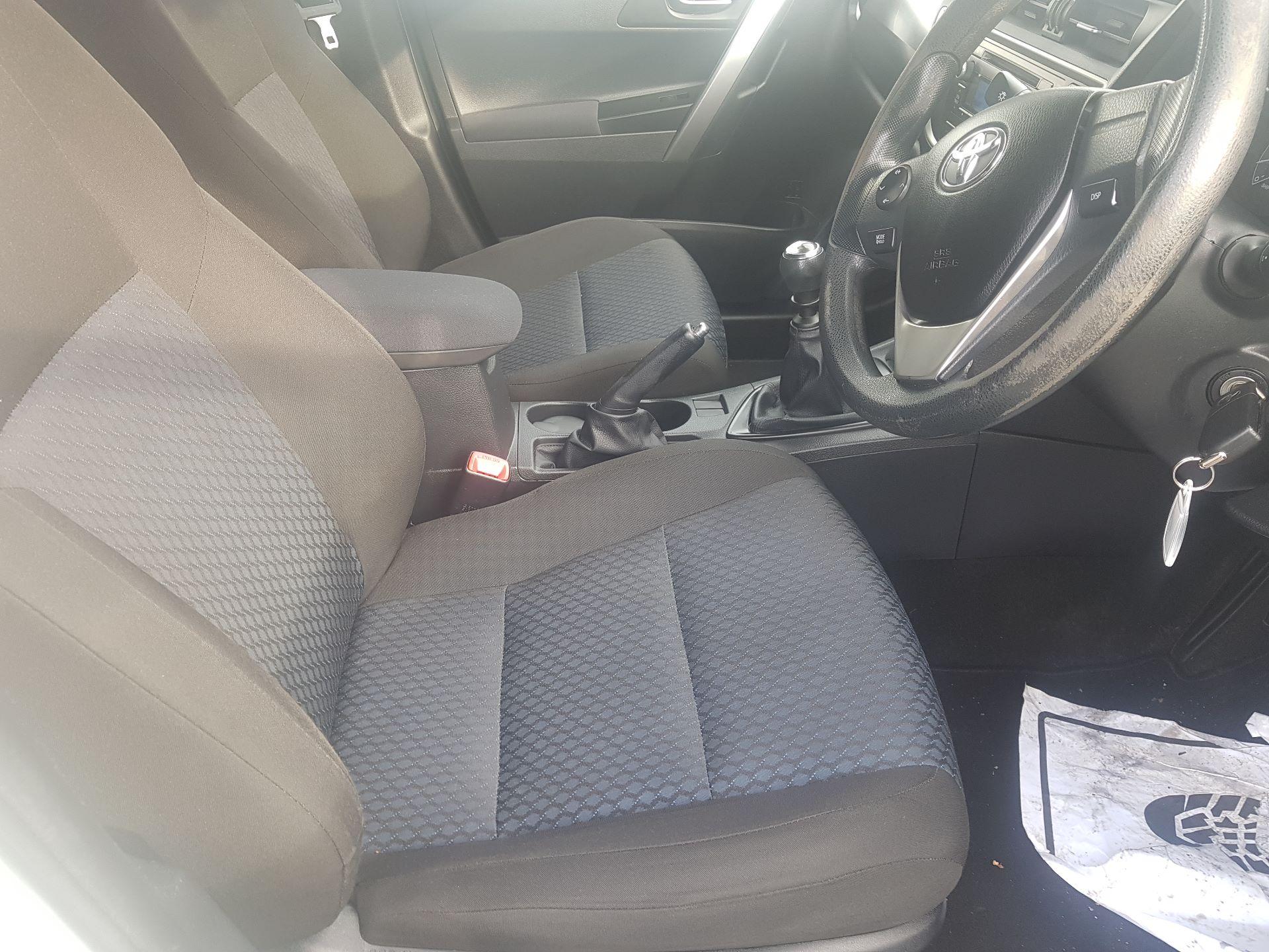 2015 Toyota Auris 1.4D4D Terra VAN 4DR (152D15079) Image 13