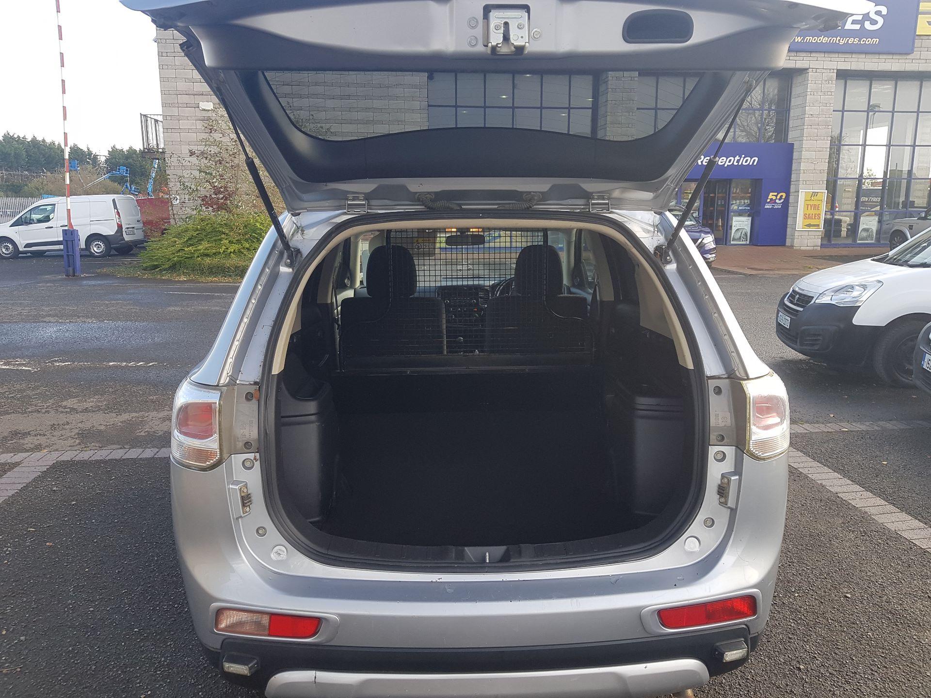 2015 Mitsubishi Outlander 4WD 6MT N1 Comm 4DR (152D18581) Image 9