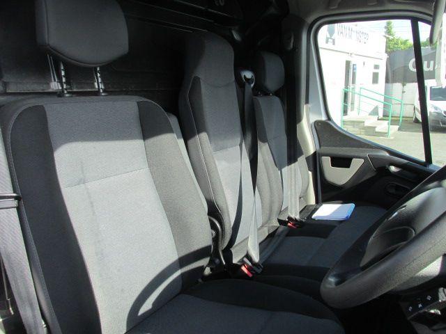 2015 Renault Master III RWD LML35 DCI 165 Energy Busin (152D21410) Image 9