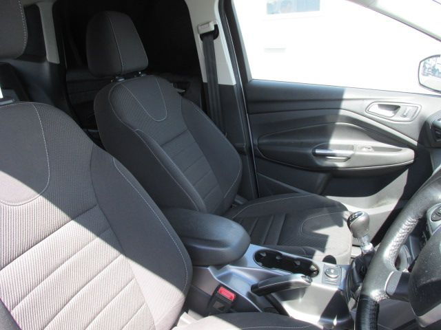 2015 Ford Kuga Commercial Zetec 2-seat 2.0 120PS FWD 4DR (152D22634) Image 9
