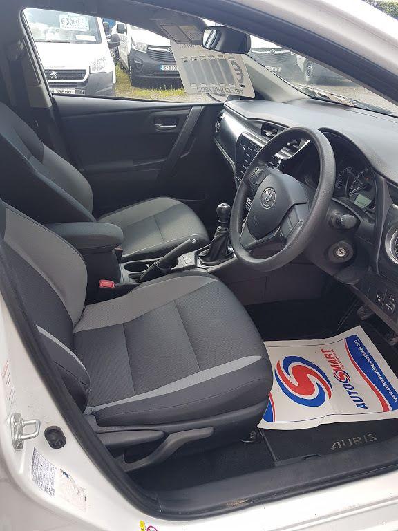 2015 Toyota Auris 1.4d-4d Terra 4DR (152D23354) Image 7