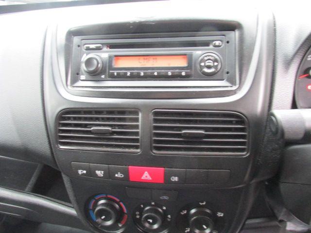 2015 Vauxhall Combo 2000 L1H1 CDTI (152D23460) Image 13