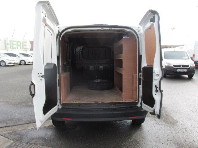 2015 Vauxhall Combo 2000 L1H1 CDTI (152D23461) Image 11