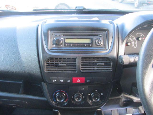 2015 Vauxhall Combo 2000 L1H1 CDTI (152D23463) Image 15