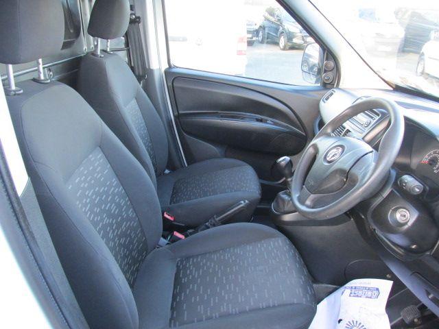 2015 Vauxhall Combo 2000 L1H1 CDTI (152D23463) Image 13