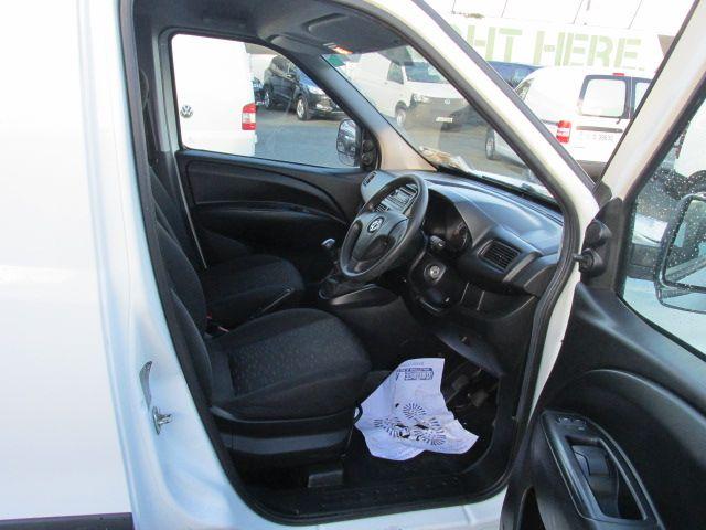 2015 Vauxhall Combo 2000 L1H1 CDTI (152D23463) Image 12