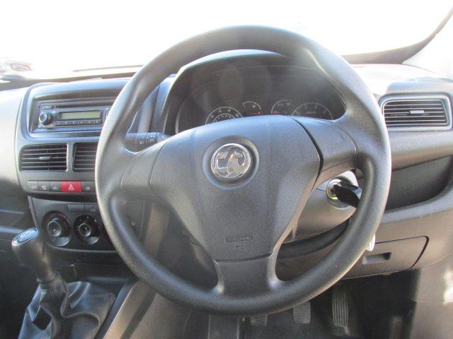 2015 Vauxhall Combo 2000 L1H1 CDTI (152D23472) Image 13