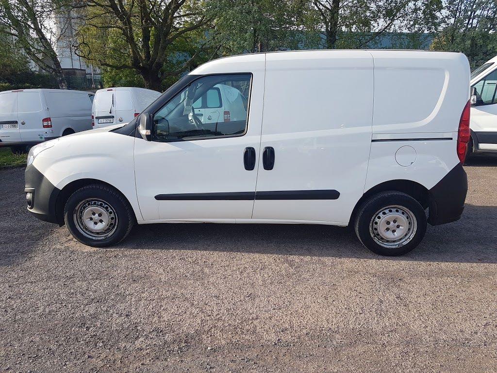 2015 Vauxhall Combo 2000 L1H1 CDTI (152D23668) Image 13
