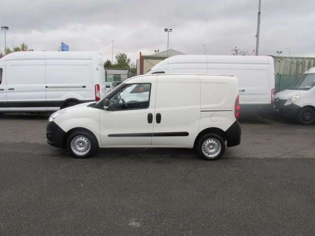 2015 Vauxhall Combo 2000 L1H1 CDTI (152D23672) Image 4