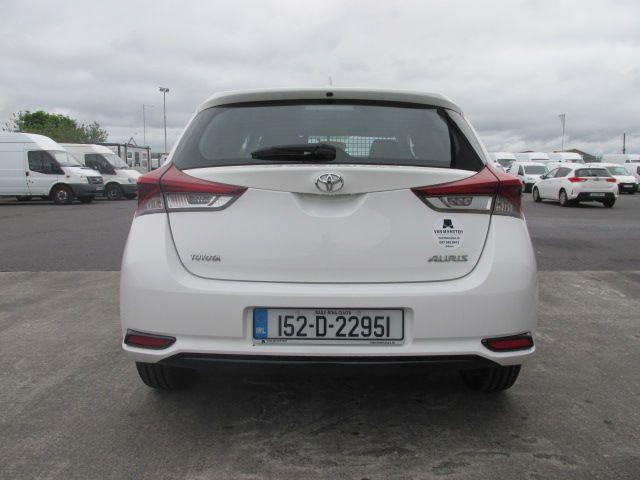 2015 Toyota Auris 1.4 D-4D Terra 5DR (152D22951) Image 6