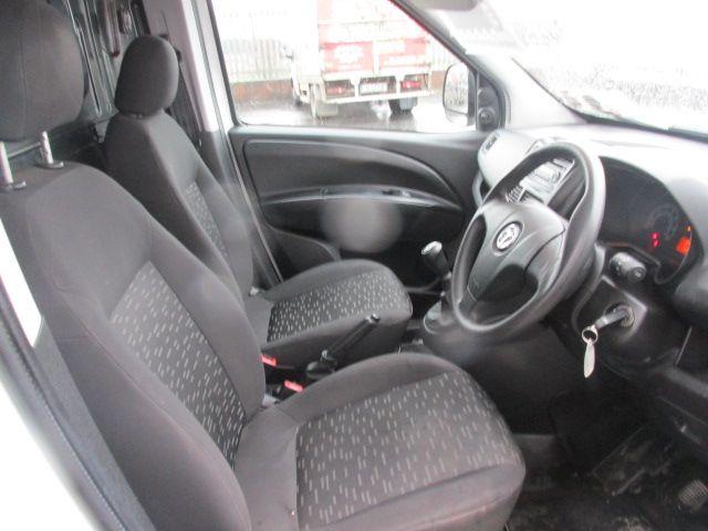 2015 Vauxhall Combo 2000 L1H1 CDTI (152D23480) Image 12