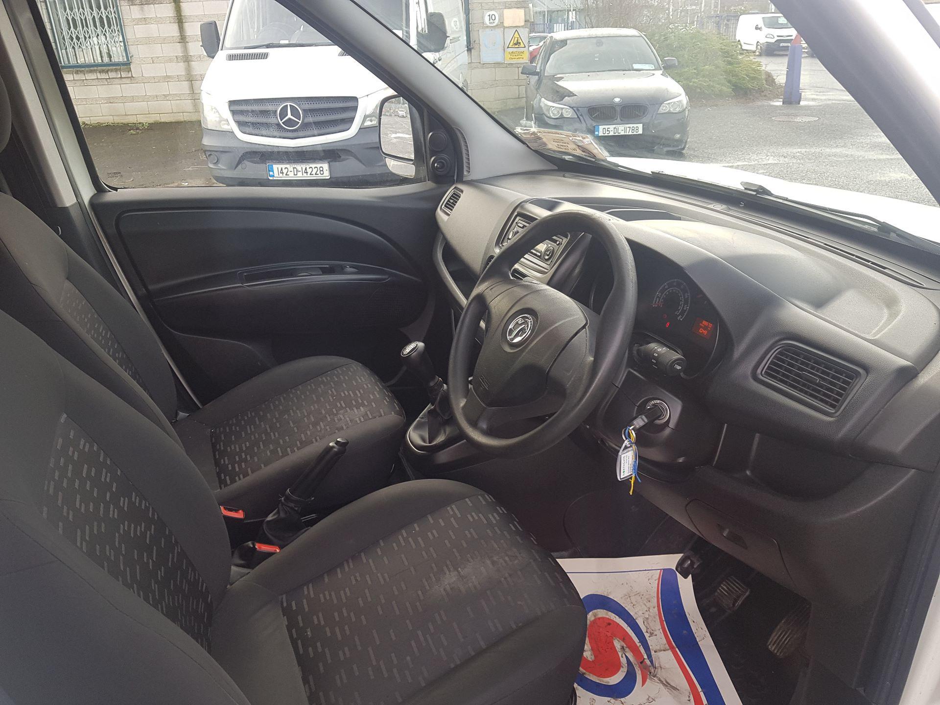 2015 Vauxhall Combo 2000 L1H1 CDTI (152D23670) Image 13