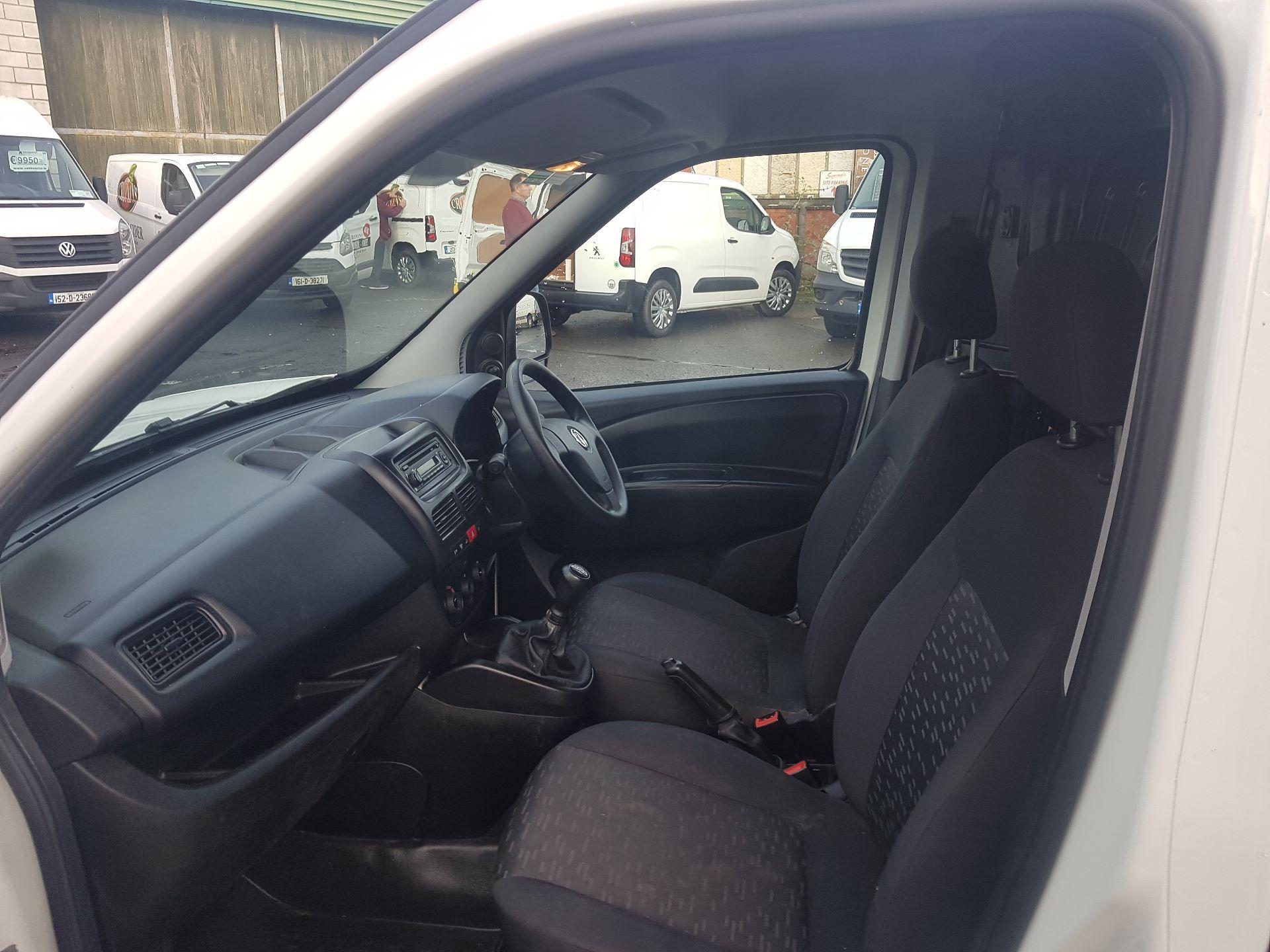 2015 Vauxhall Combo 2000 L1H1 CDTI (152D23670) Image 12