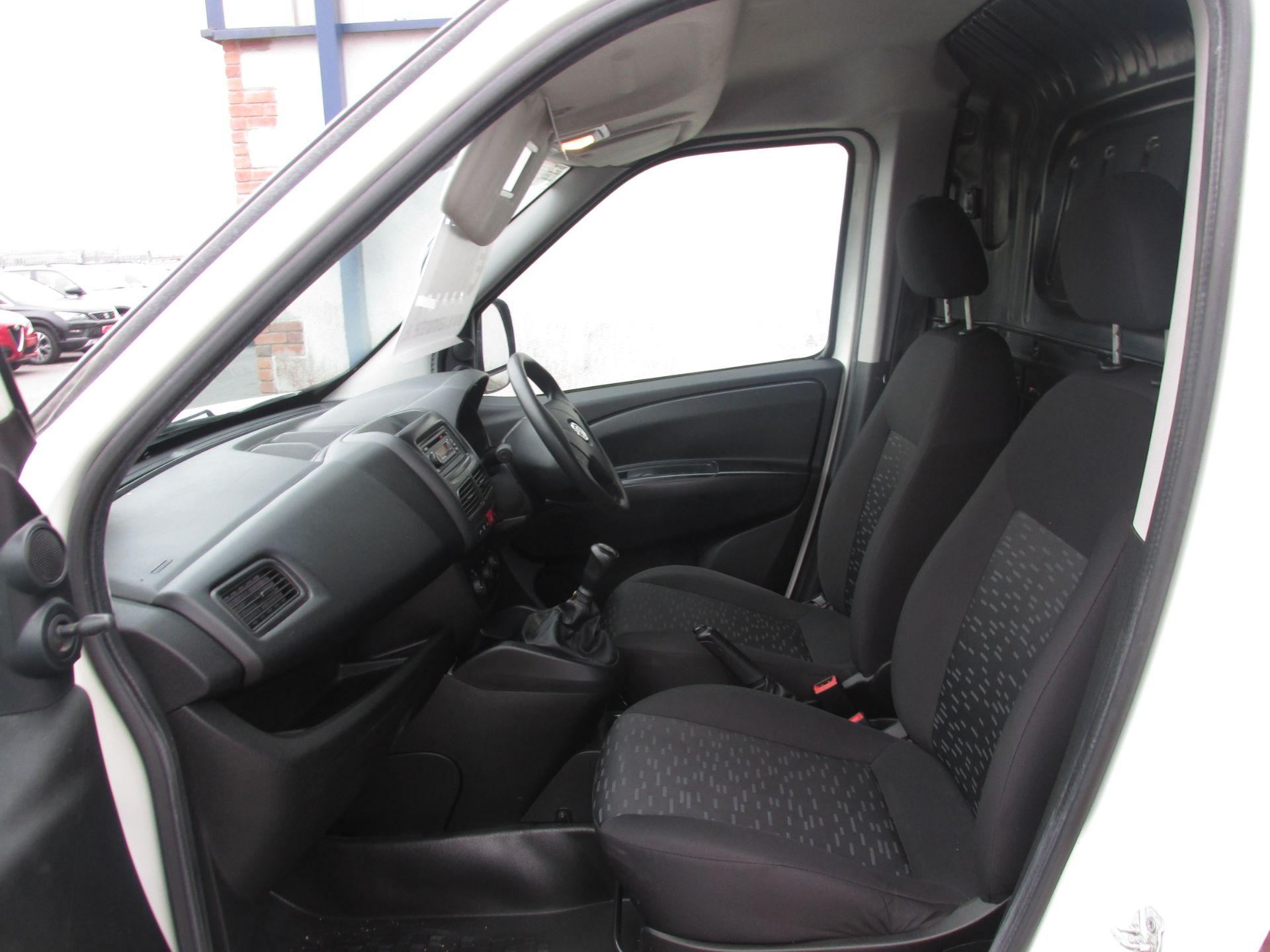 2015 Vauxhall Combo 2000 L1H1 CDTI (152D23672) Image 10