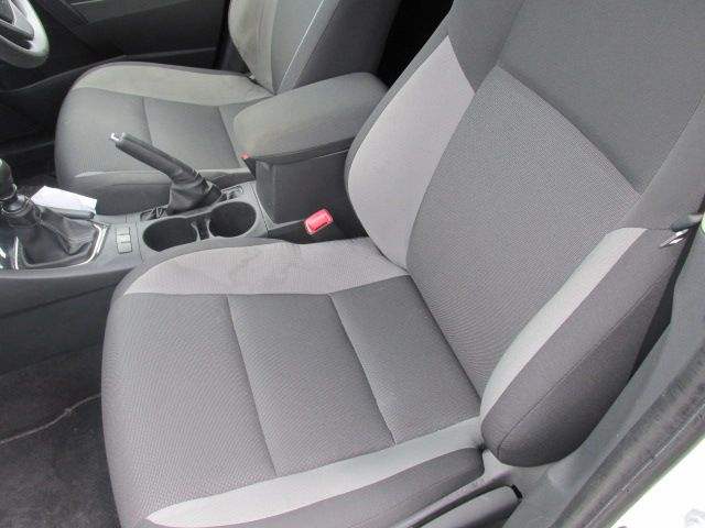 2016 Toyota Auris 1.4d-4d Terra 4DR (161D15120) Image 11