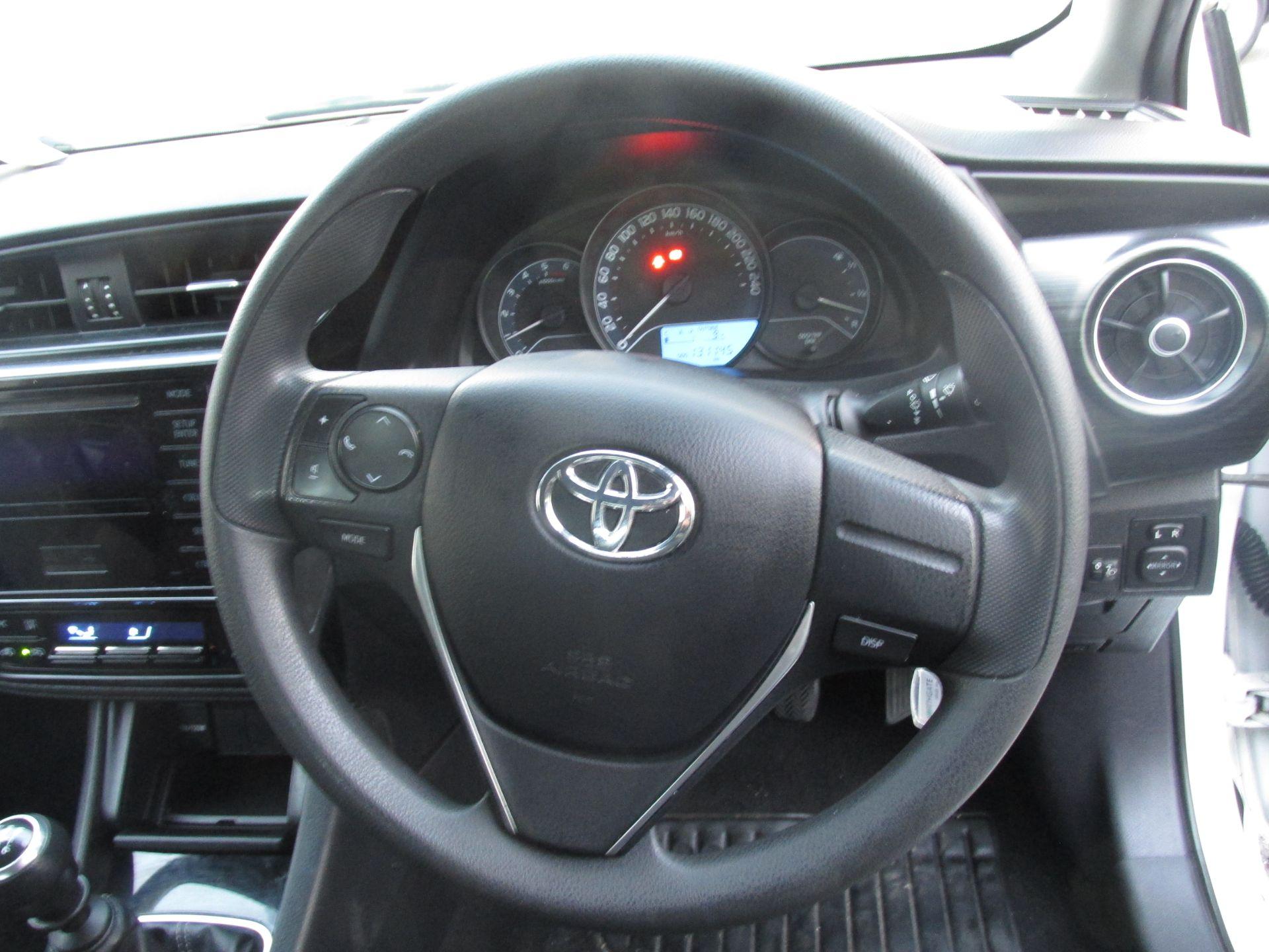 2016 Toyota Auris 1.4d-4d Terra 4DR (161D4146) Image 12