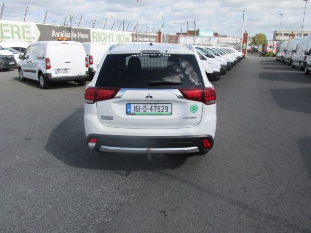 2016 Mitsubishi Outlander 4WD 6MT 16MY 4DR - HIGH SPEC  - FSH - AS NEW  (161D47529) Image 4