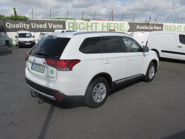 2016 Mitsubishi Outlander 4WD 6MT 16MY 4DR - HIGH SPEC  - FSH - AS NEW  (161D47529) Image 3