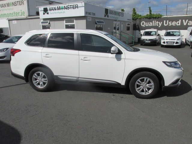 2016 Mitsubishi Outlander 4WD 6MT 16MY 4DR - HIGH SPEC  - FSH - AS NEW  (161D47529) Image 2