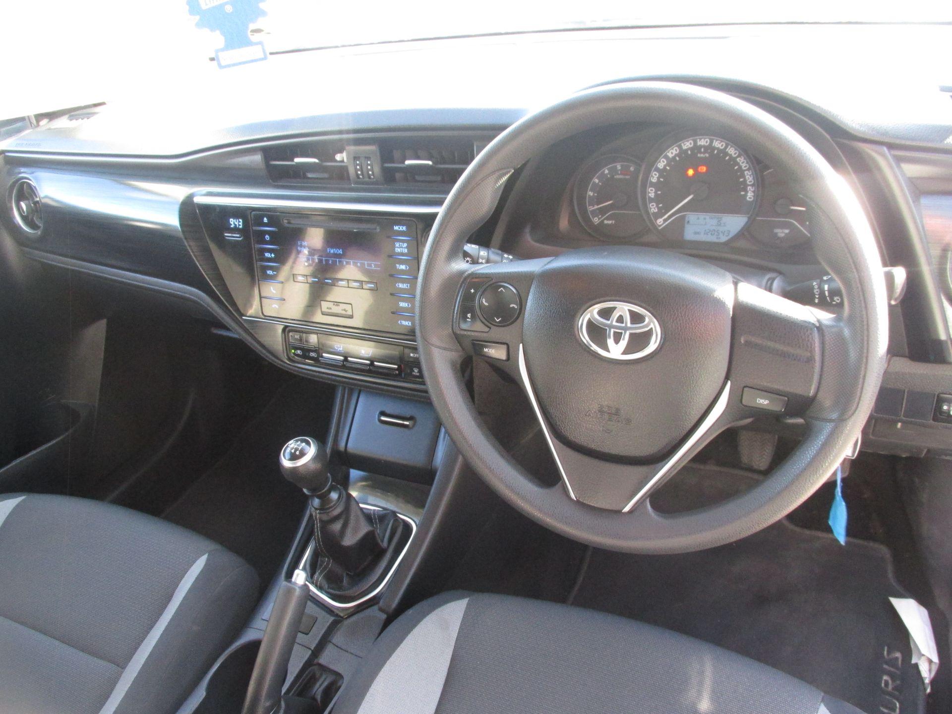 2016 Toyota Auris 1.4d-4d Terra 4DR (161D11980) Image 11