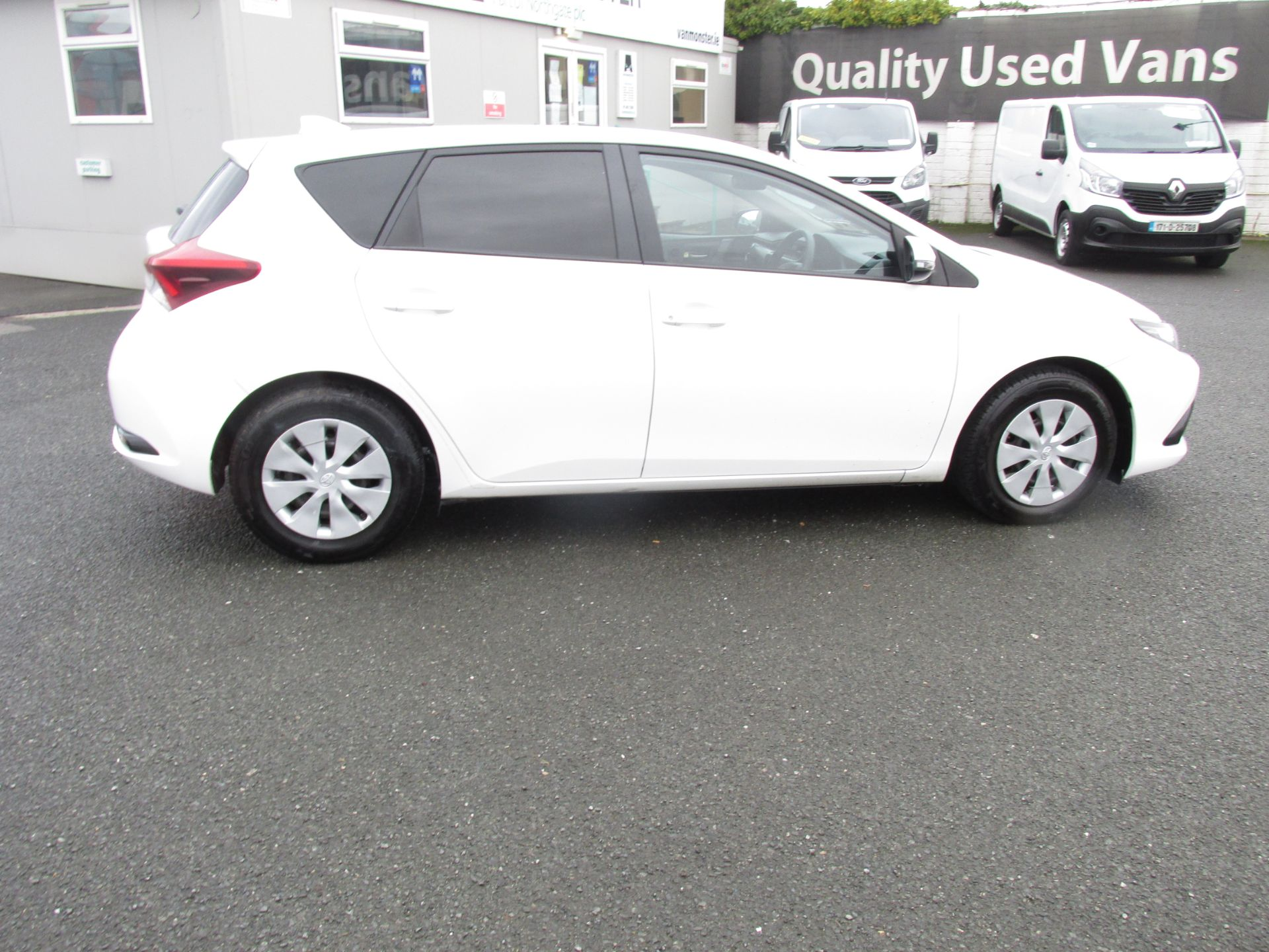 2016 Toyota Auris 1.4d-4d Terra 4DR click and deliver call sales for more info (162D20564) Image 8