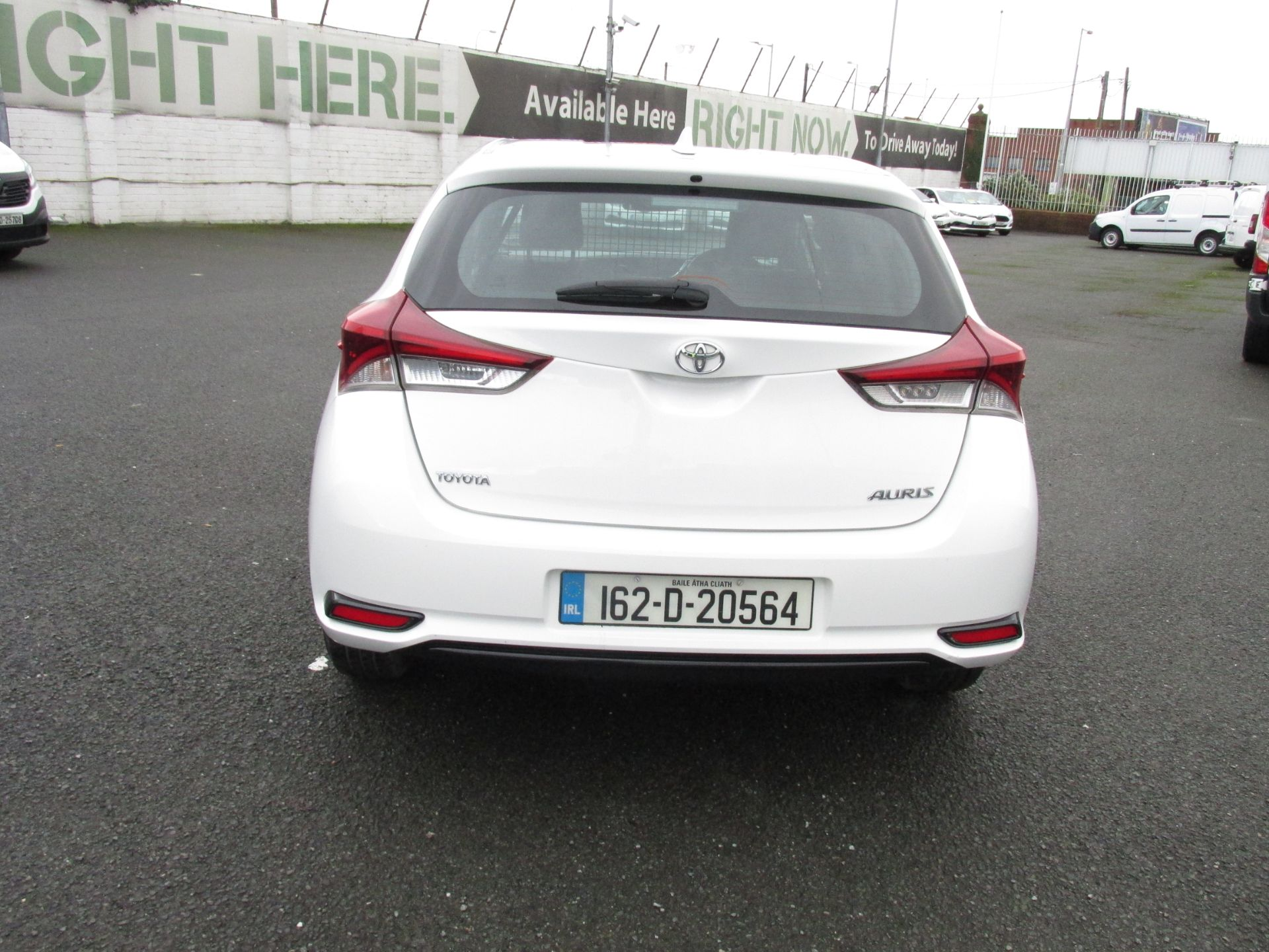 2016 Toyota Auris 1.4d-4d Terra 4DR click and deliver call sales for more info (162D20564) Image 6