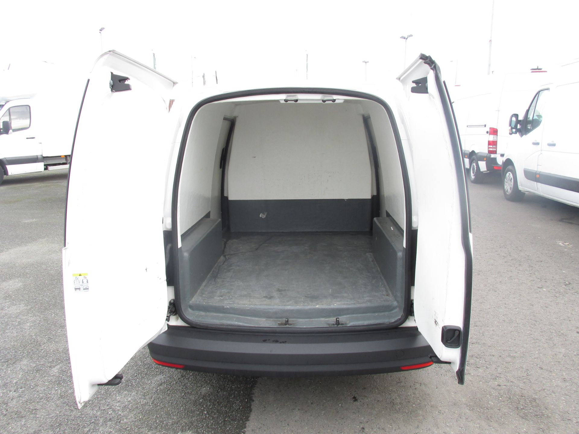 2016 Volkswagen CADDY MAXI C20 TWIN SLIDING DOORS (162D21887) Image 8