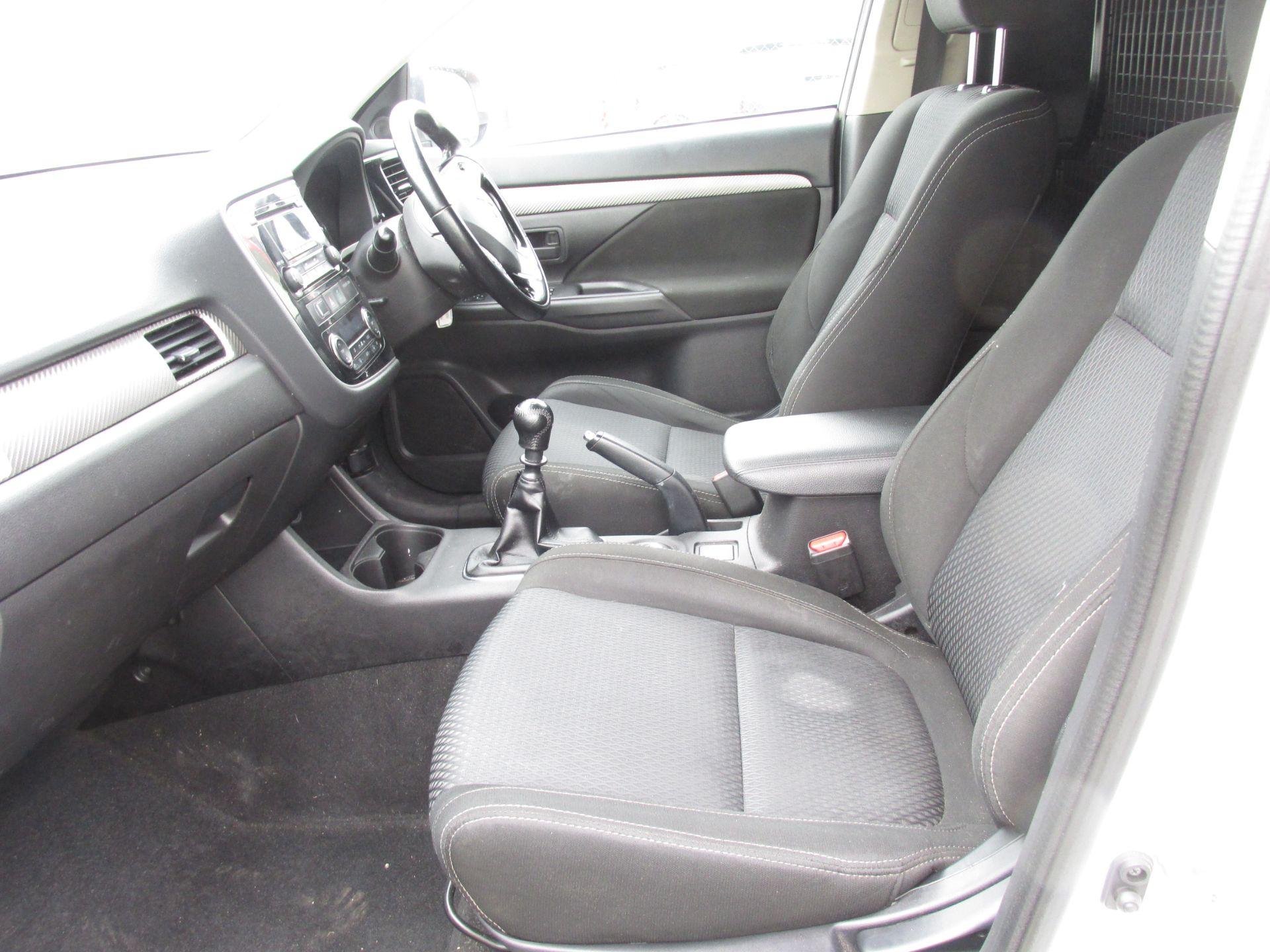 2016 Mitsubishi Outlander 4WD 6MT 16MY 4DR (162D5830) Image 10