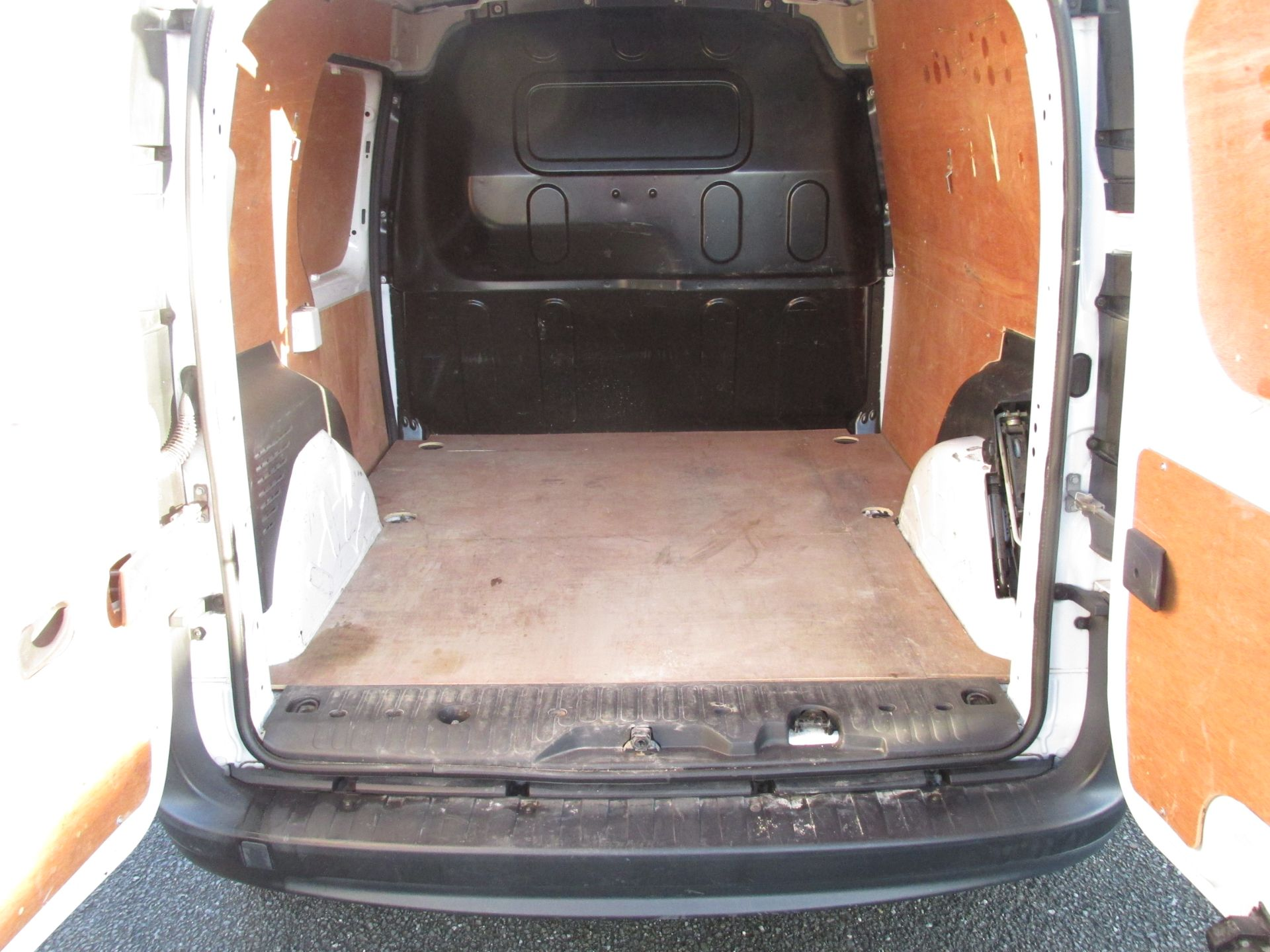 2017 Renault Kangoo ML19 Energy DCI 75 Business 2D click and collect call sales for more info (171D11271) Image 9