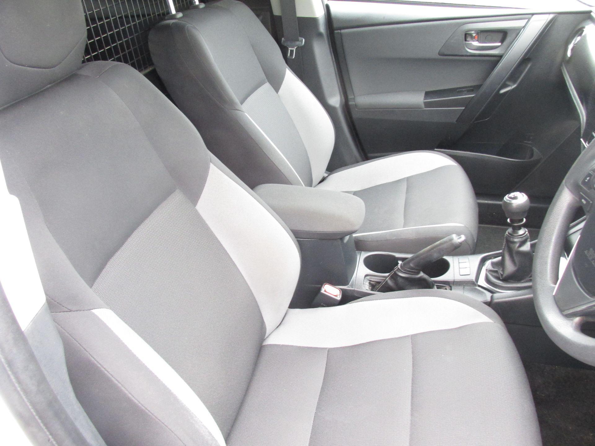 2017 Toyota Auris VAN 1.4 D4D Terra 4DR (171D16012) Image 12