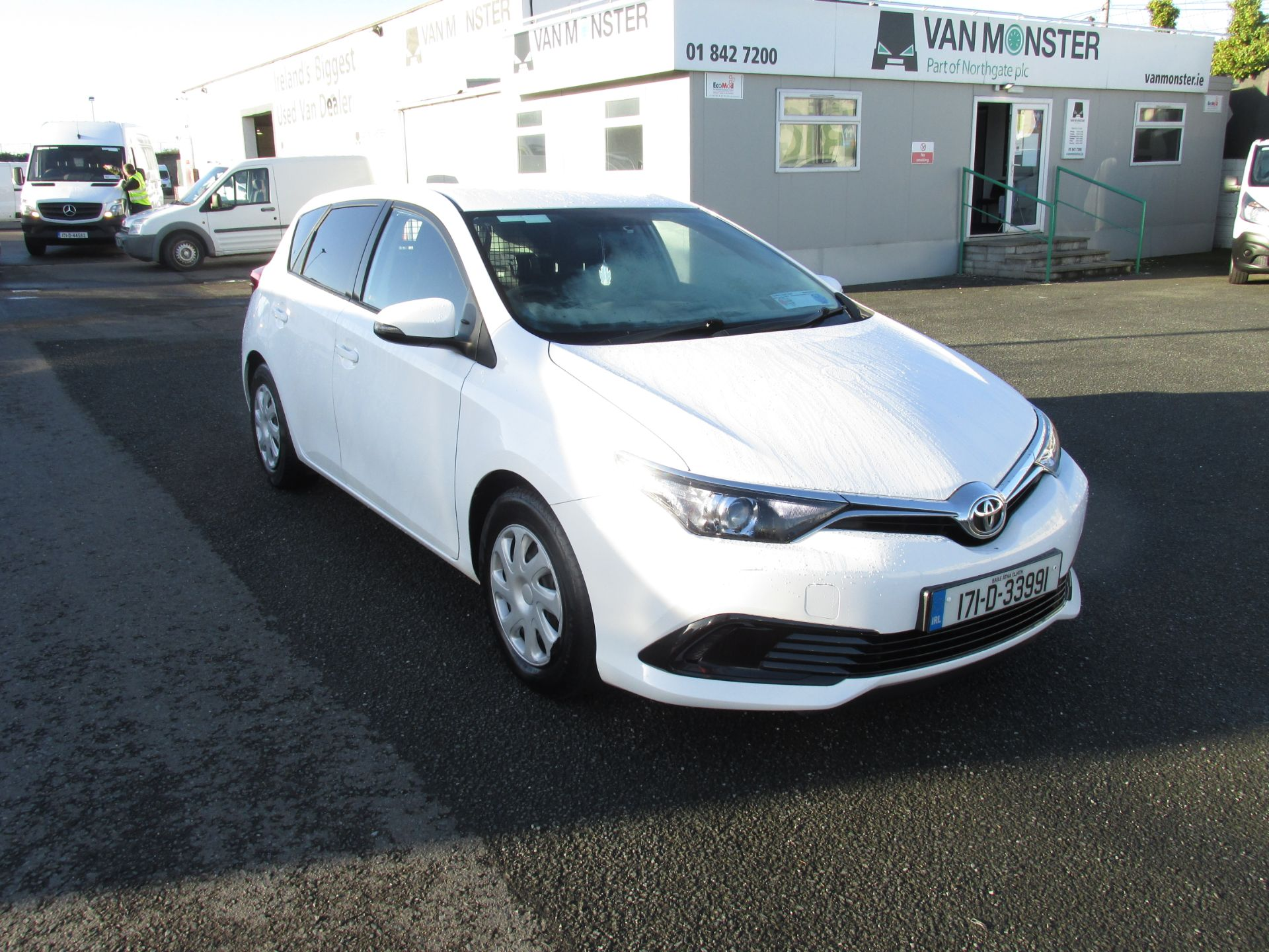 2017 Toyota Auris 1.4d-4d Terra 4DR click and collect call sales for more info (171D33991) Image 1