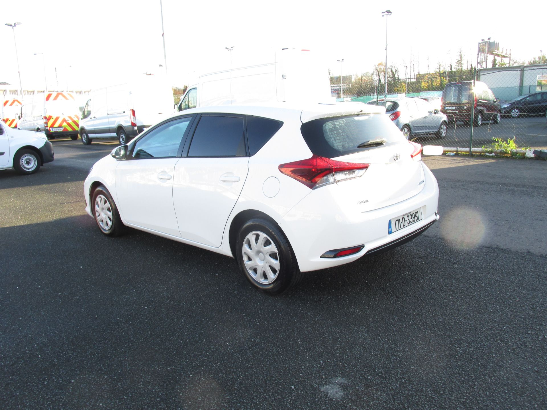 2017 Toyota Auris 1.4d-4d Terra 4DR click and collect call sales for more info (171D33991) Image 5