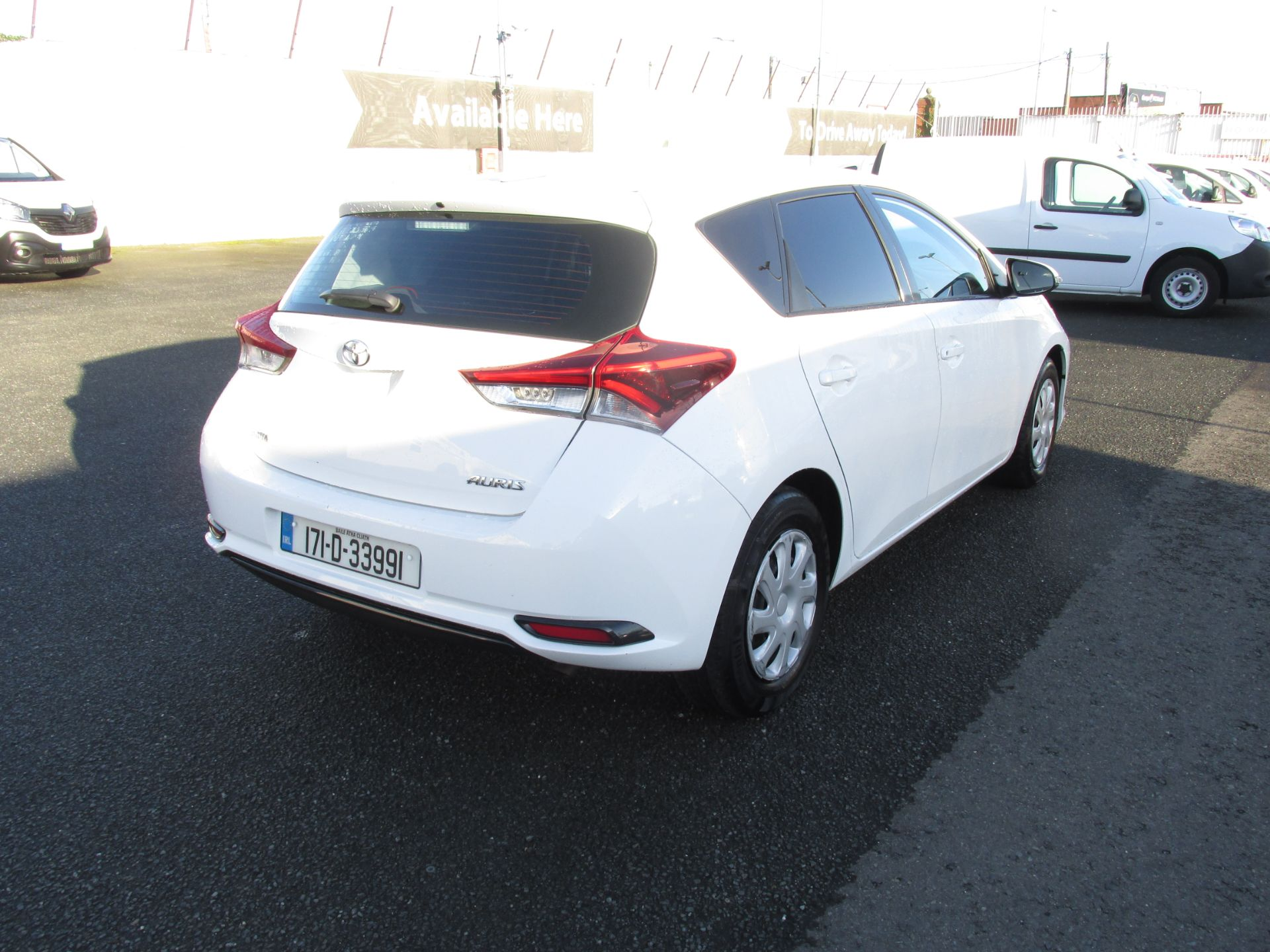 2017 Toyota Auris 1.4d-4d Terra 4DR click and collect call sales for more info (171D33991) Image 7