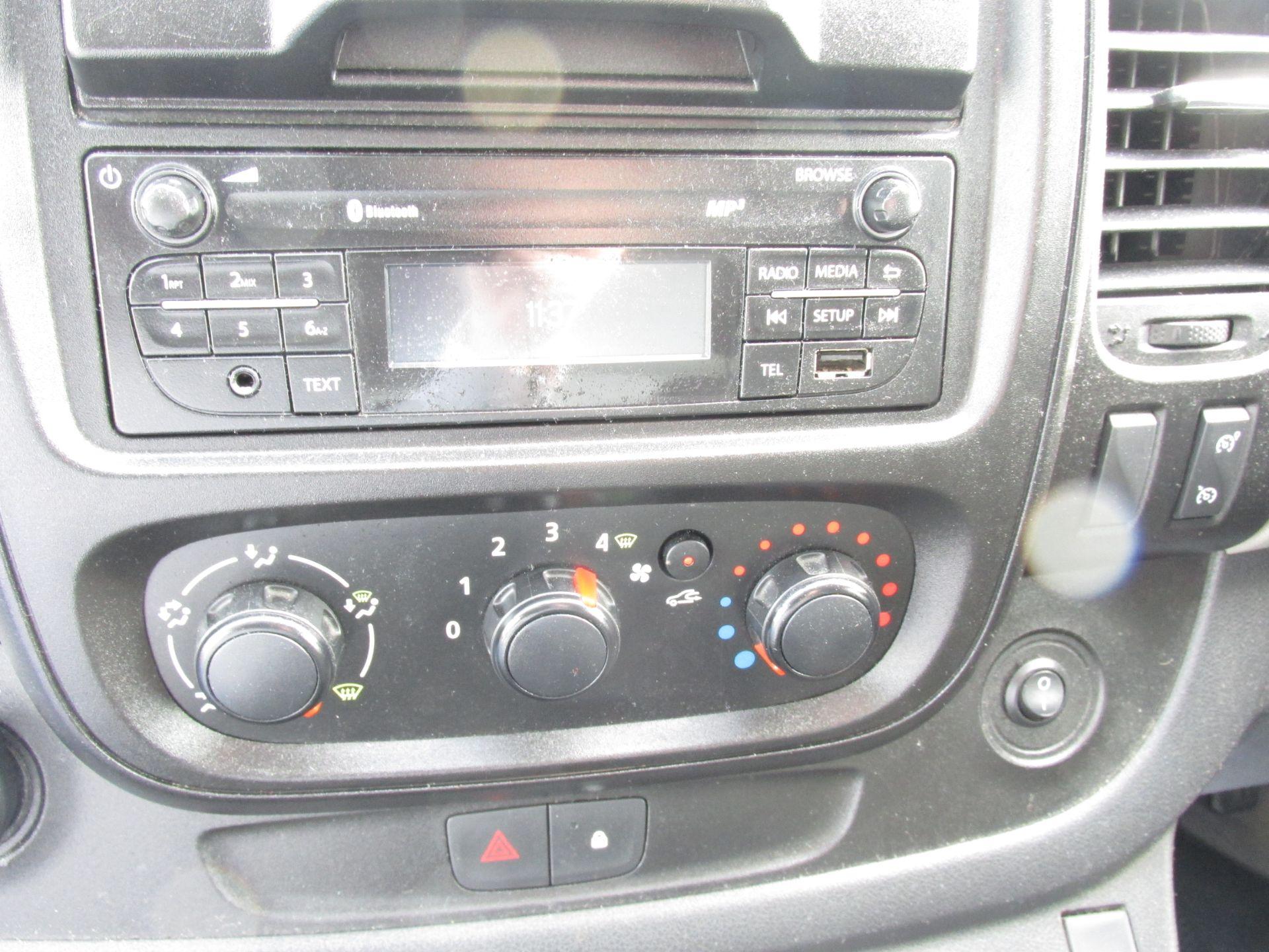 2017 Nissan Nv300 LWB 120 XE 4DR (171D34773) Image 12