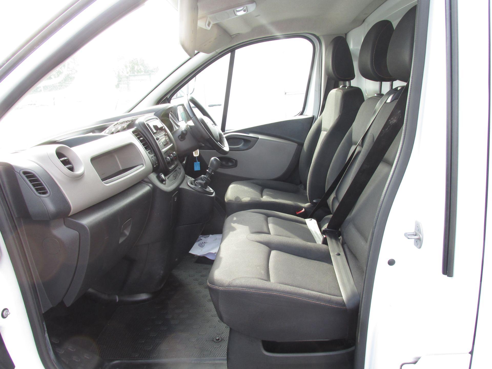 2017 Nissan Nv300 LWB 120 XE 4DR (171D34773) Image 11
