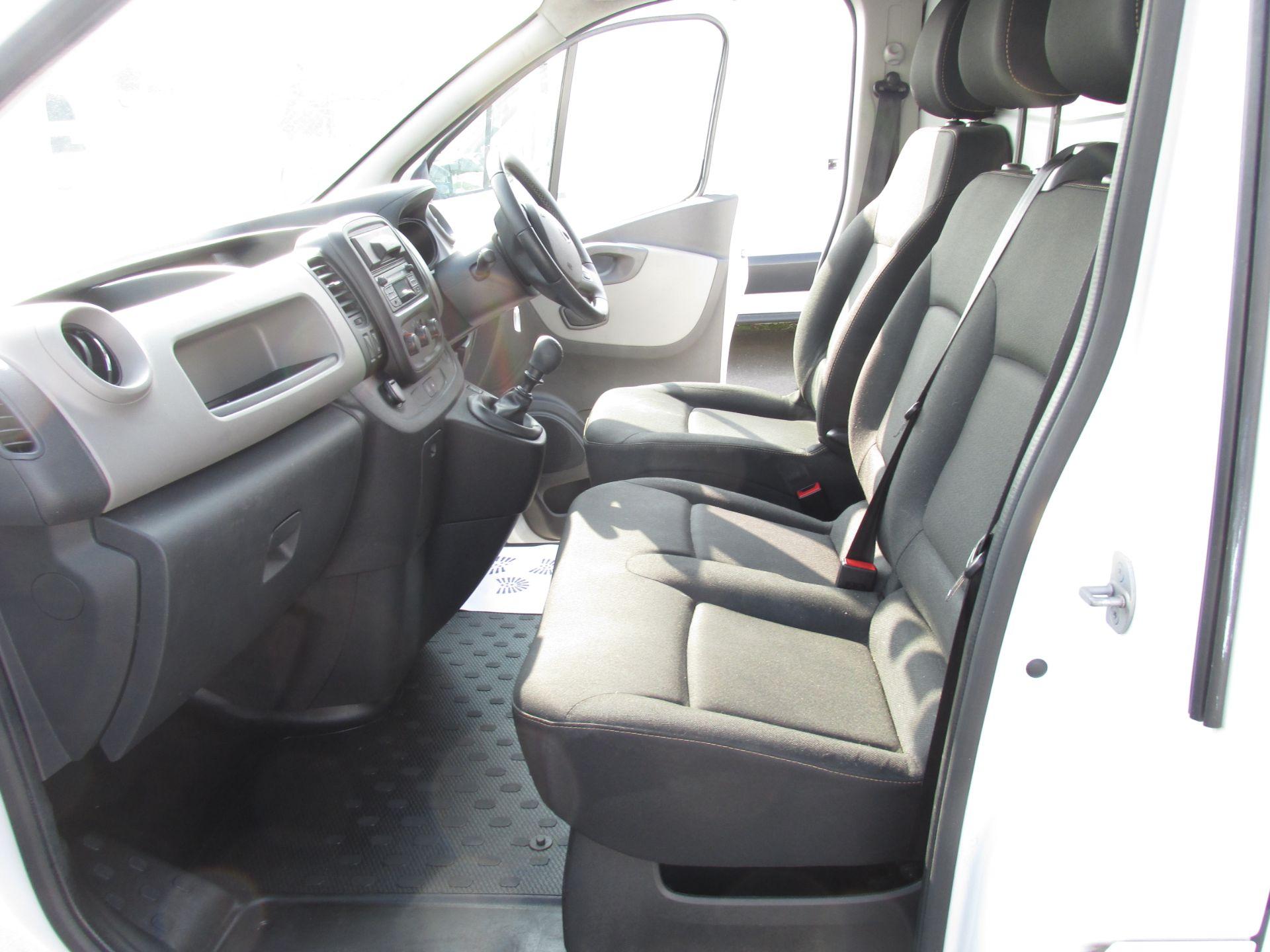 2017 Nissan Nv300 LWB 120 XE 4DR (171D34798) Image 11