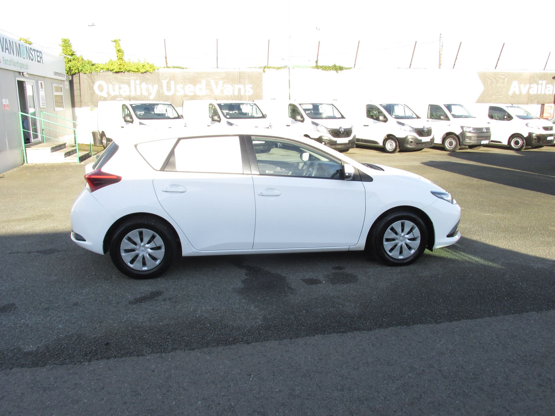 2017 Toyota Auris VAN 1.4 D4D Terra 4DR click and collect call sales for more info (171D39959) Image 7