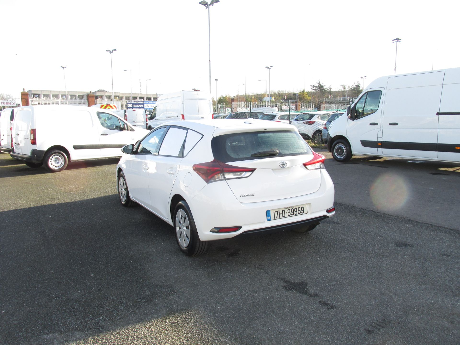 2017 Toyota Auris VAN 1.4 D4D Terra 4DR click and collect call sales for more info (171D39959) Image 5