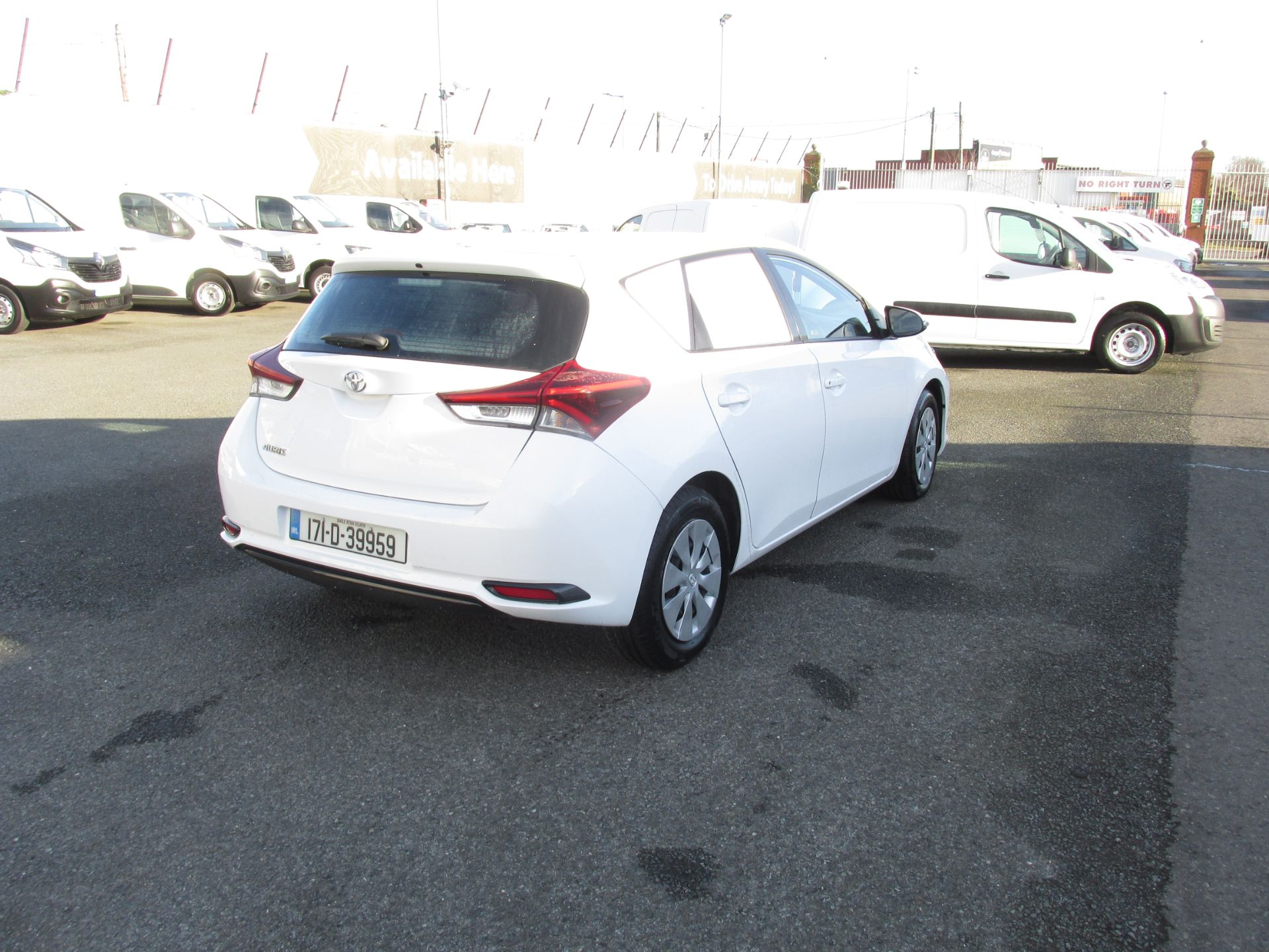2017 Toyota Auris VAN 1.4 D4D Terra 4DR click and collect call sales for more info (171D39959) Image 6