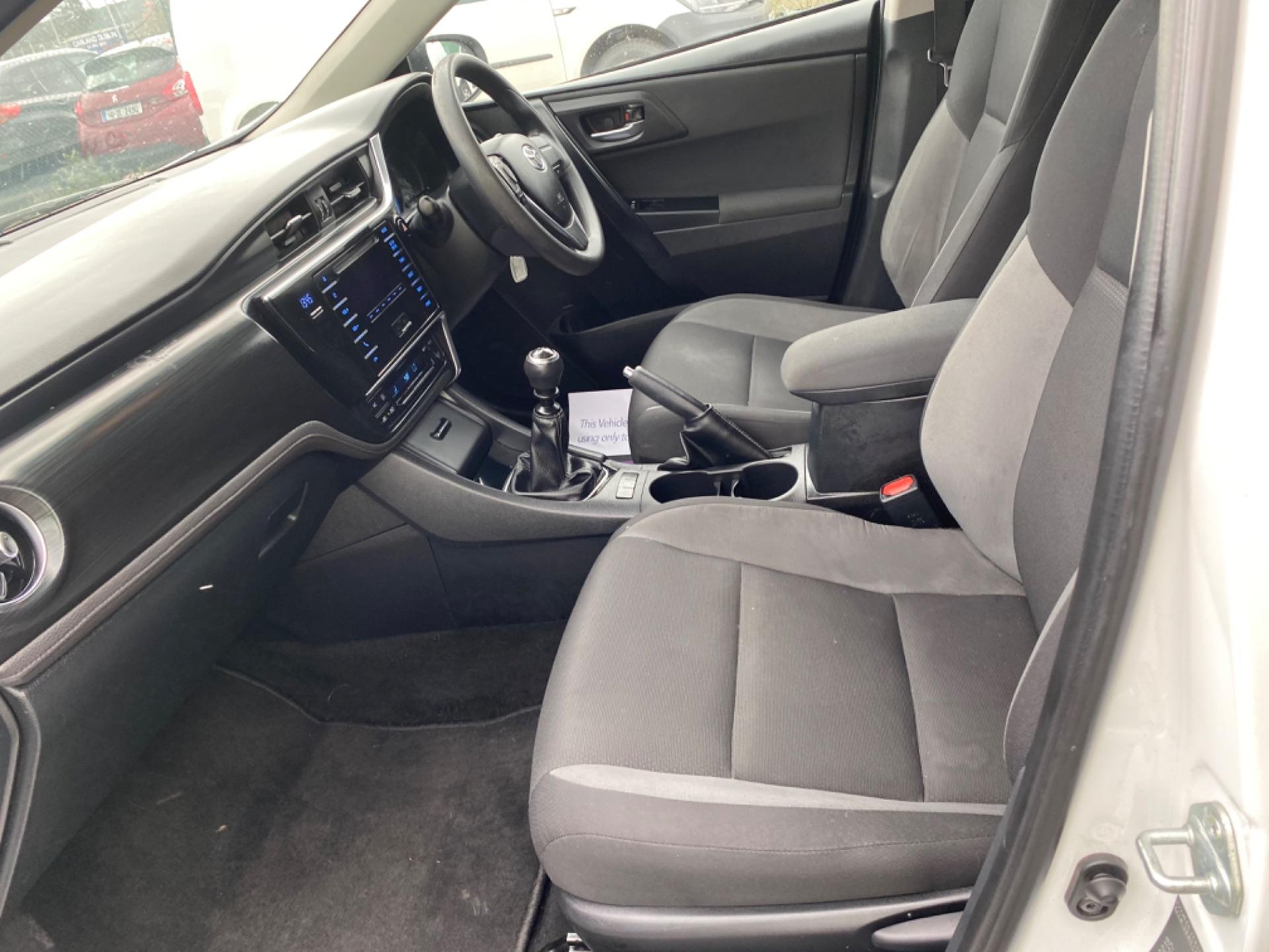 2017 Toyota Auris VAN 1.4 D4D Terra 4DR (171D13193) Image 10