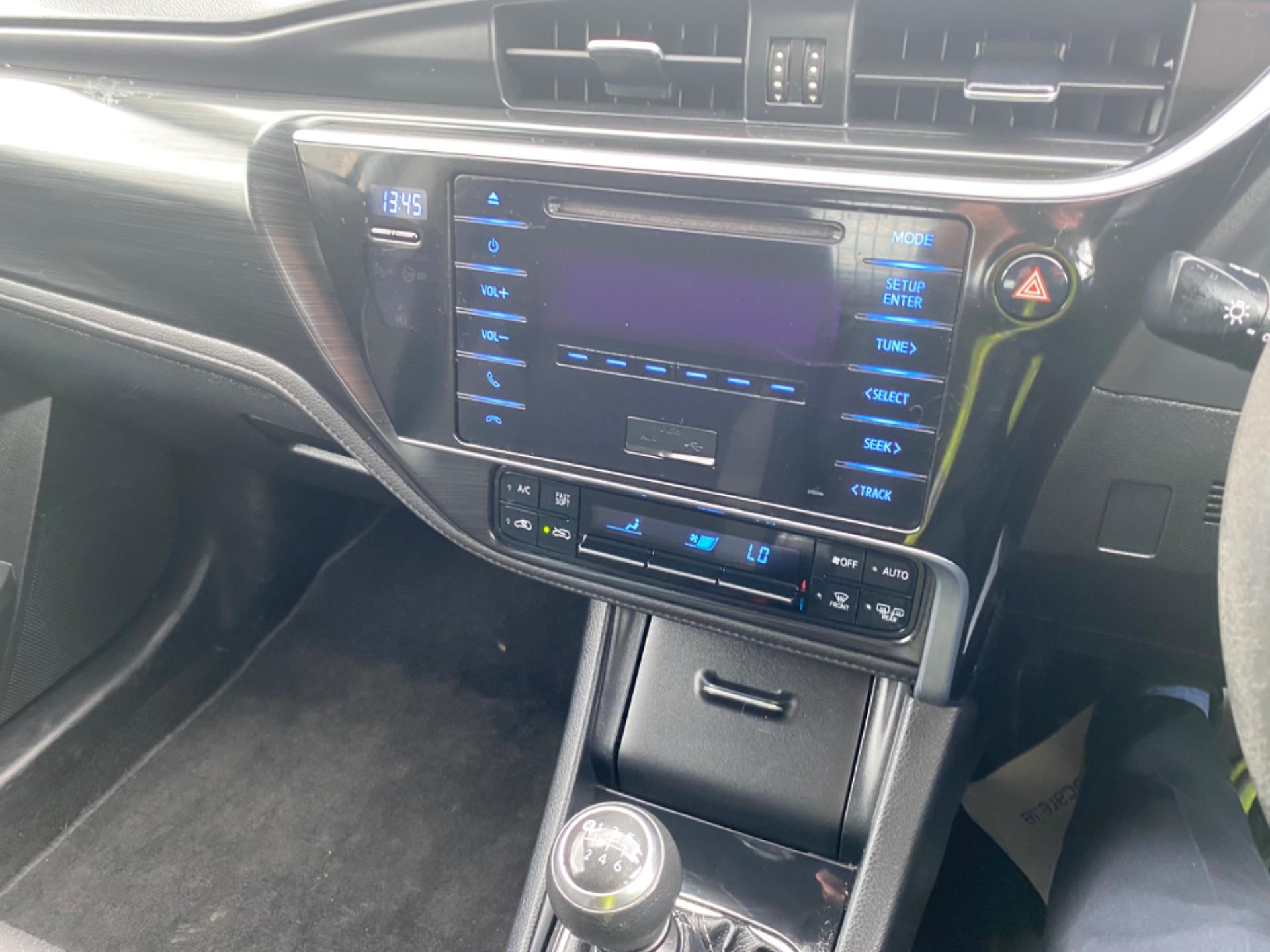 2017 Toyota Auris VAN 1.4 D4D Terra 4DR (171D13193) Image 12