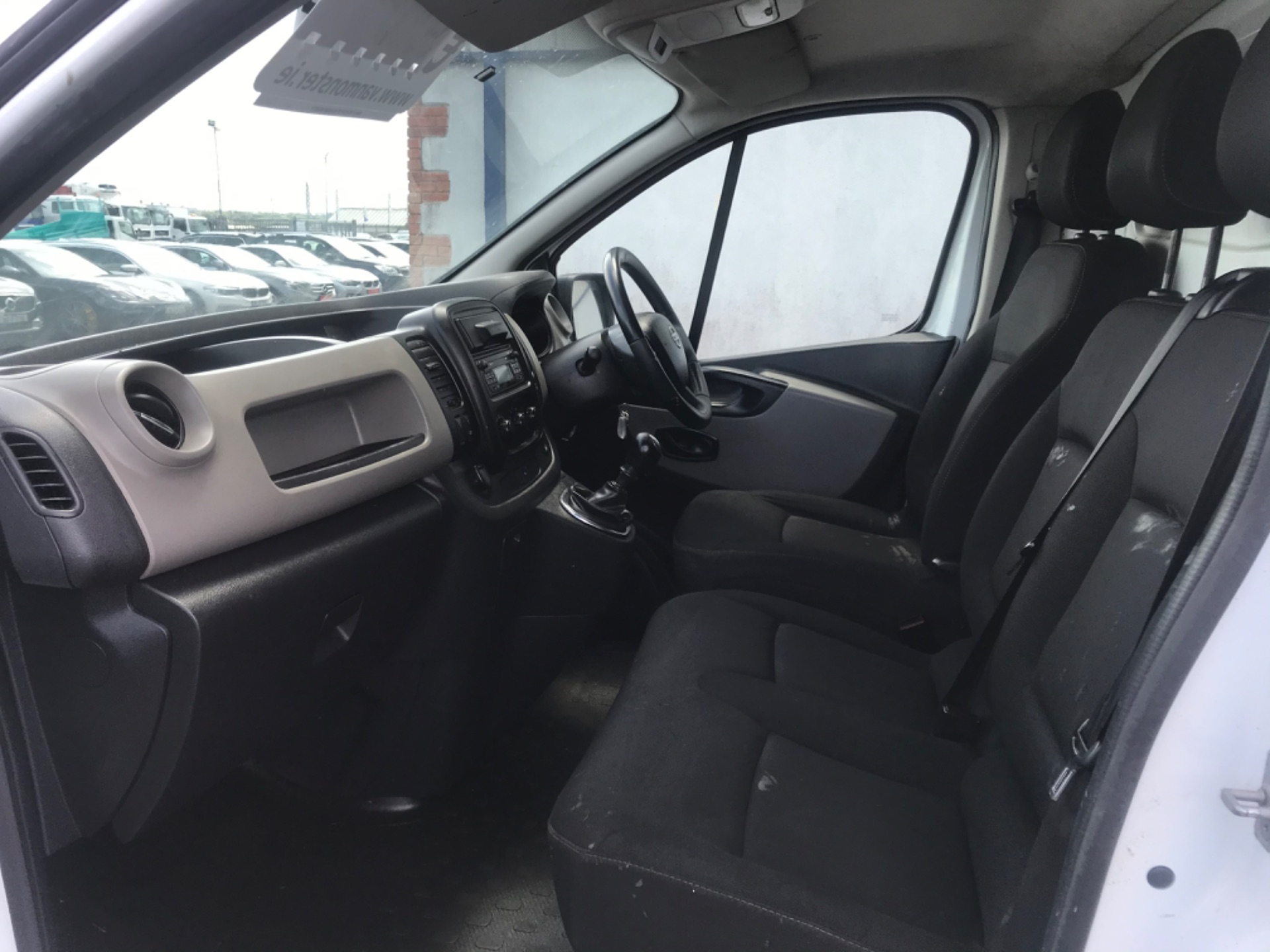 2017 Nissan Nv300 LWB 120 XE 4DR (171D34767) Image 11