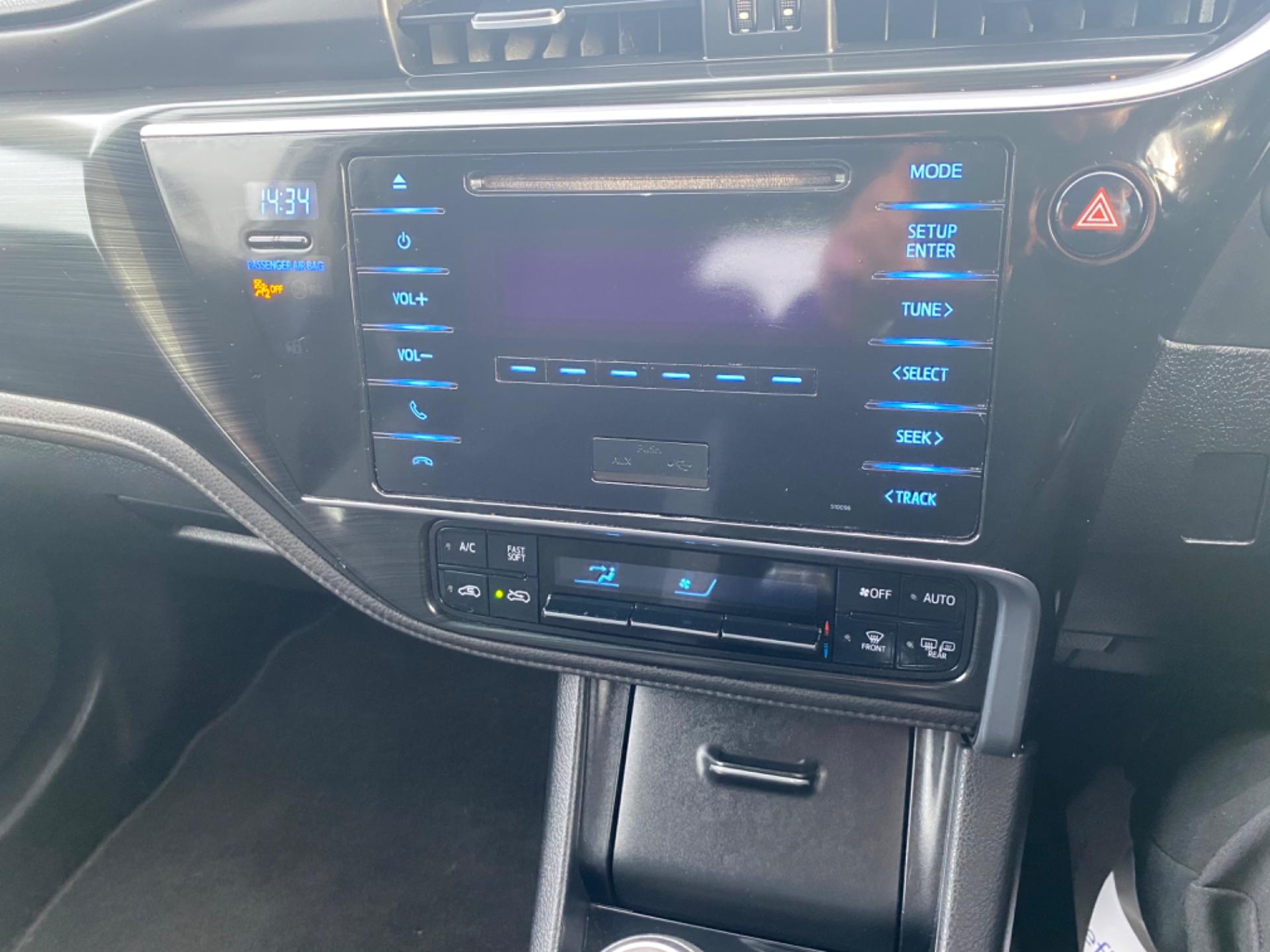 2017 Toyota Auris 1.4d-4d Terra 4DR (171D44225) Image 12
