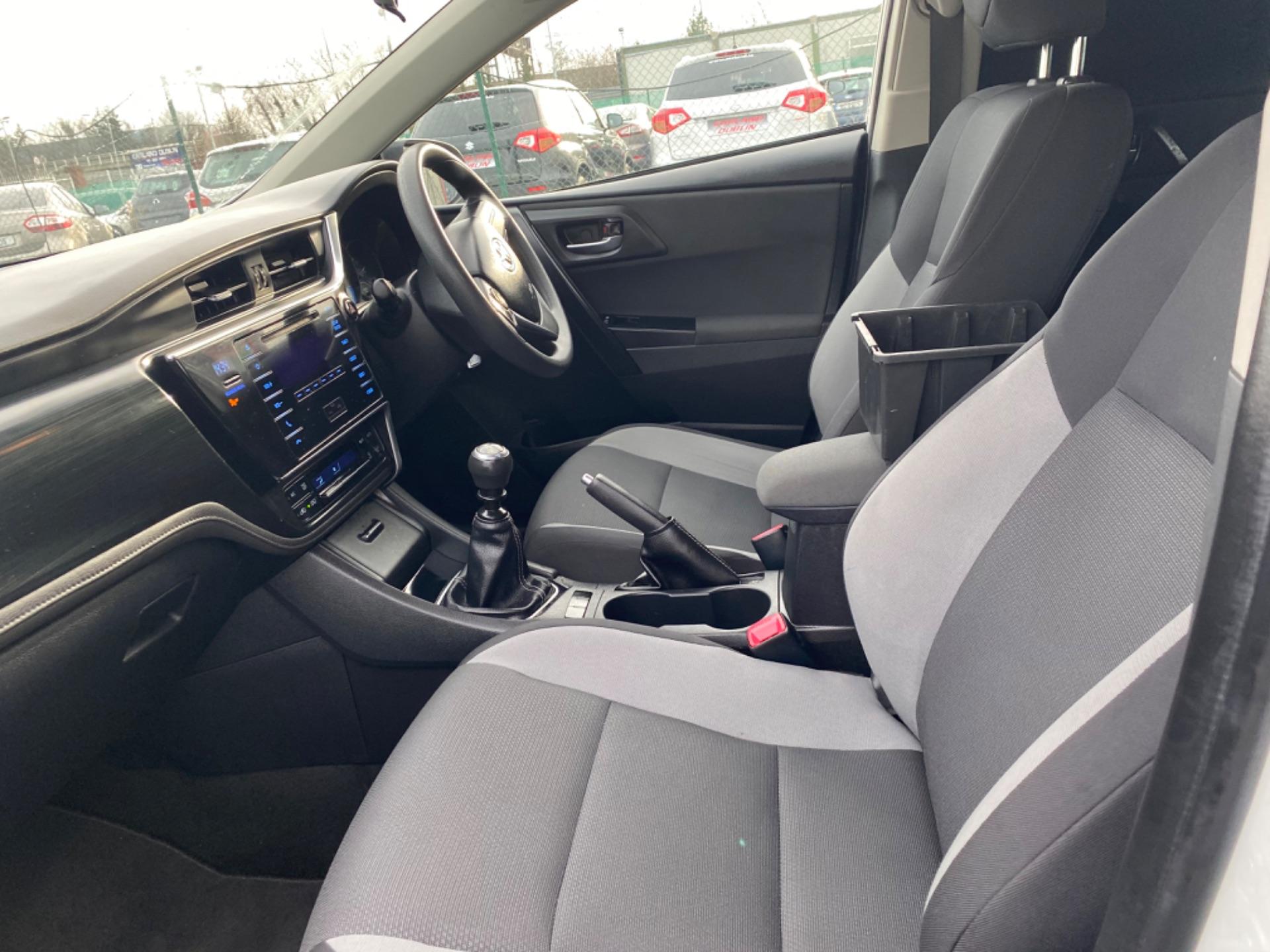 2017 Toyota Auris 1.4d-4d Terra 4DR (171D44225) Image 10