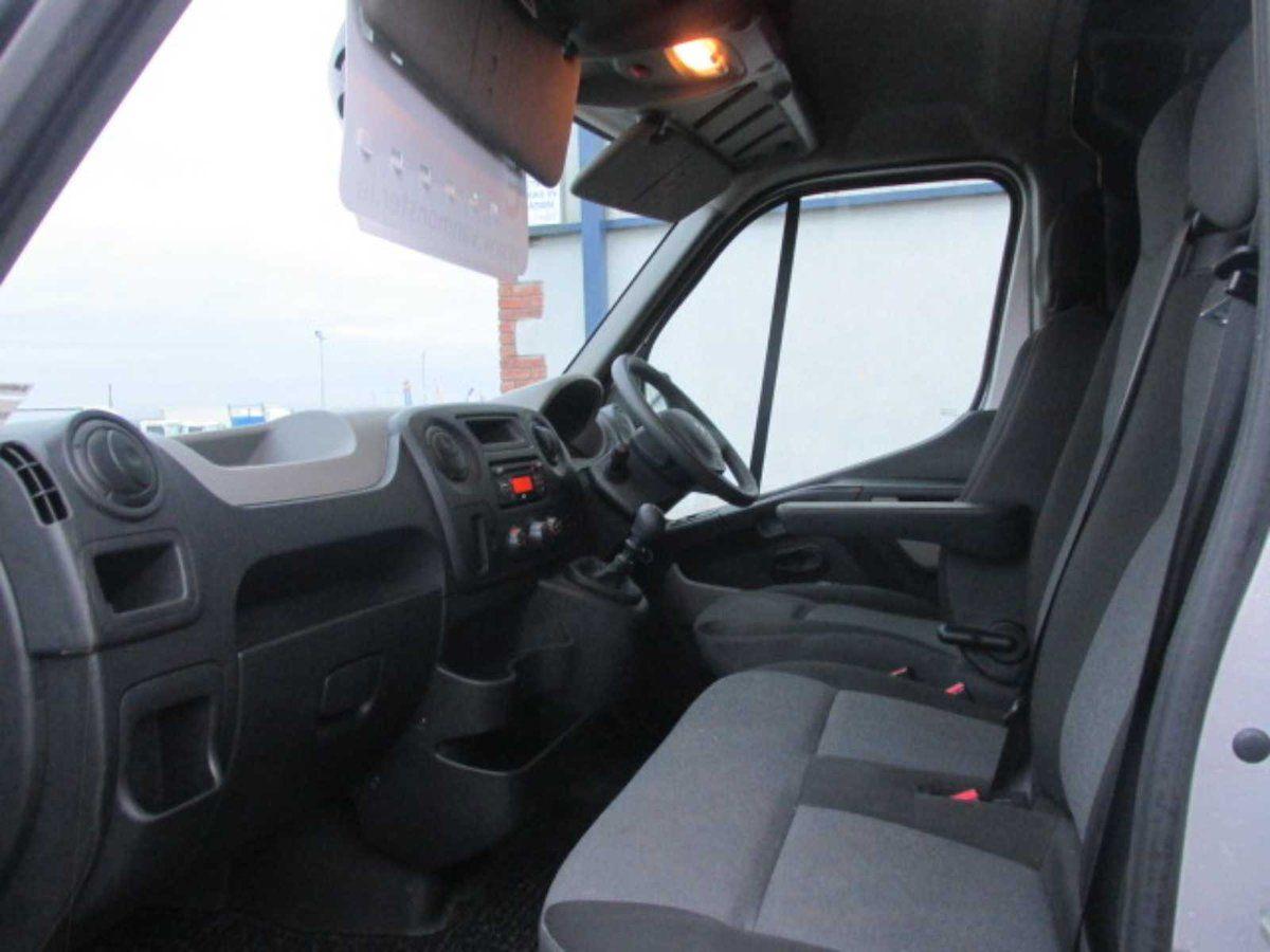 2017 Renault Master RWD LML35 DCI 135 Energy Busin (171G1328) Image 9